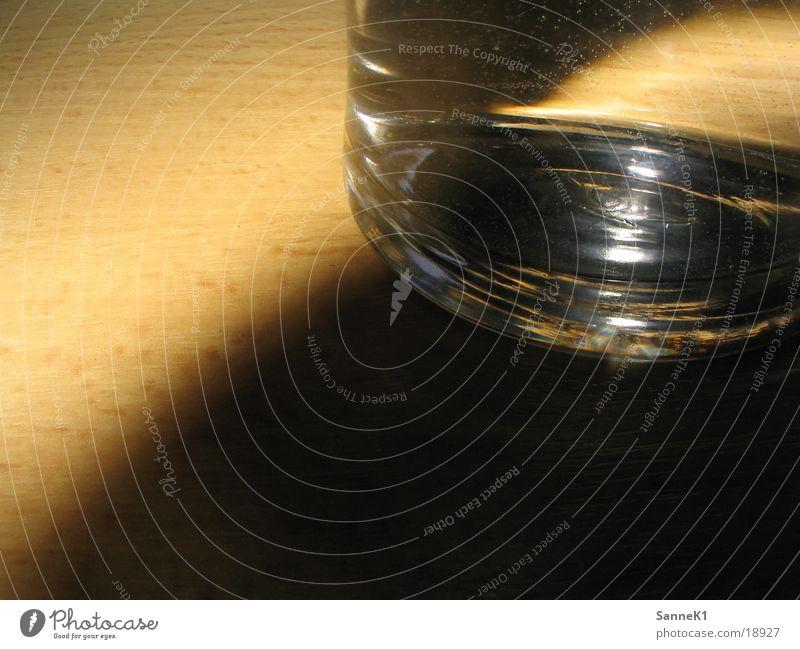 Schattenspiel Holz Makroaufnahme Nahaufnahme Glas Wasser