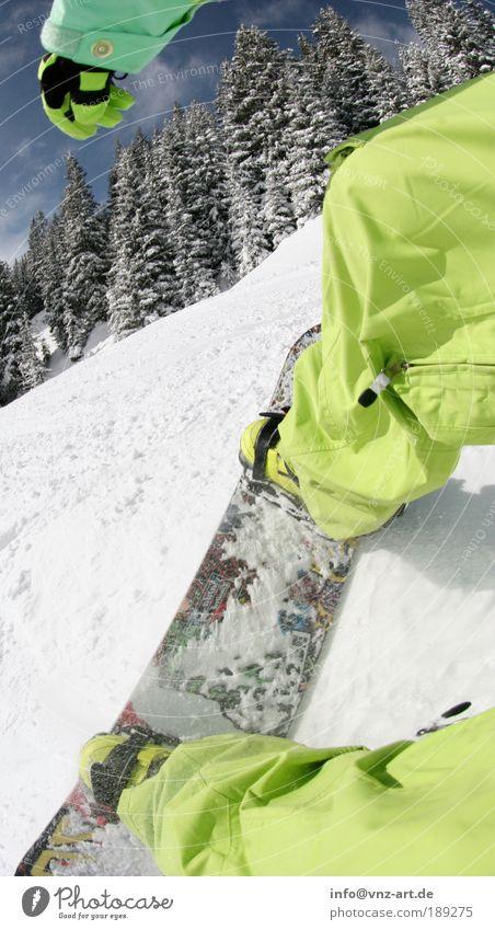 GreenFish Winter Schnee Winterurlaub Berge u. Gebirge Sport Snowboard maskulin Junger Mann Jugendliche Erwachsene Beine 1 Mensch Natur Landschaft fahren