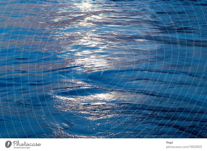Blaues Wasser mit Sonnenlinie Schwimmbad Sommer Meer Wellen Natur Sonnenaufgang Sonnenuntergang Sonnenlicht Coolness frisch hell nass Sauberkeit blau gelb