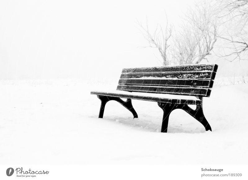 Eisbank Natur weiß Winter kalt Schnee Gefühle Berge u. Gebirge Traurigkeit wandern Wetter Umwelt Felsen Trauer Aktion
