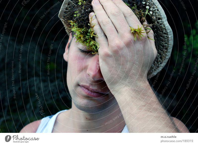Mit Moos Mensch maskulin Junger Mann Jugendliche Kopf Gesicht Nase Mund Hand Finger 1 18-30 Jahre Erwachsene Hut Strohhut außergewöhnlich Warmherzigkeit
