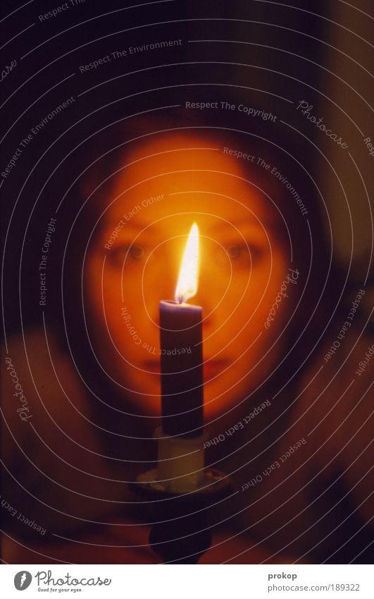 Gut' Nacht Marie, ein letztes Glas... Frau Mensch Jugendliche schön ruhig Leben dunkel feminin Gefühle Glück Wärme Stimmung Erwachsene Hoffnung Sicherheit