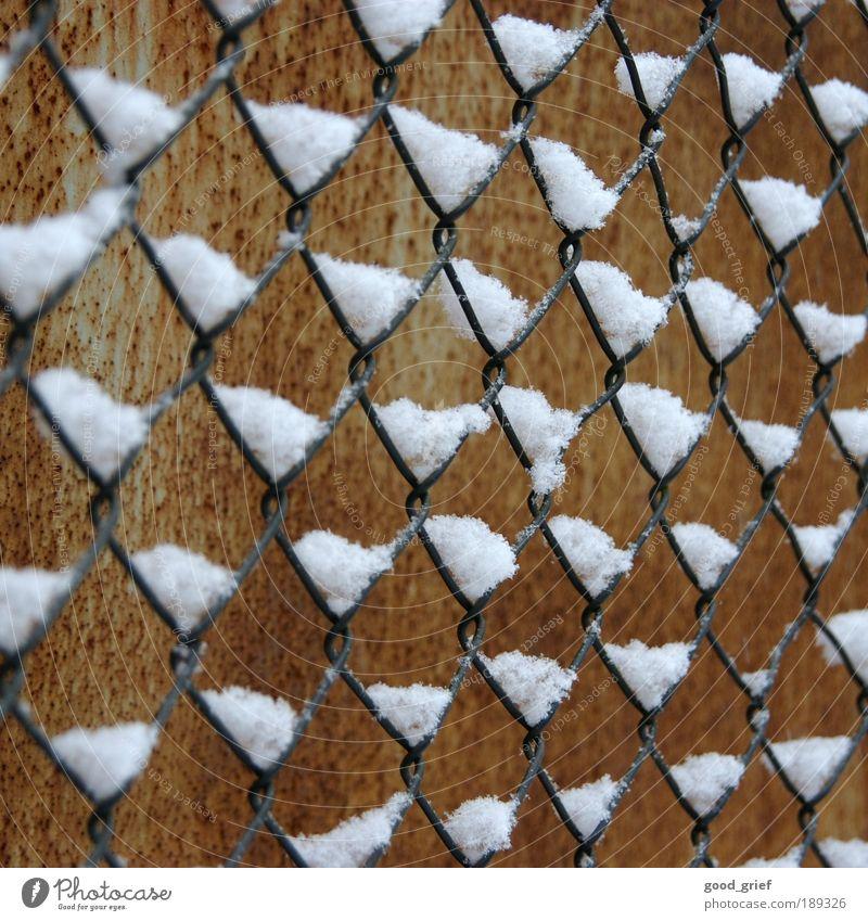 maschenschneedrahtzaun Winter Ferne Schnee Freiheit Umwelt braun Rost Zaun Draht Blech Barriere distanzieren Maschendrahtzaun Maschendraht eingezäunt