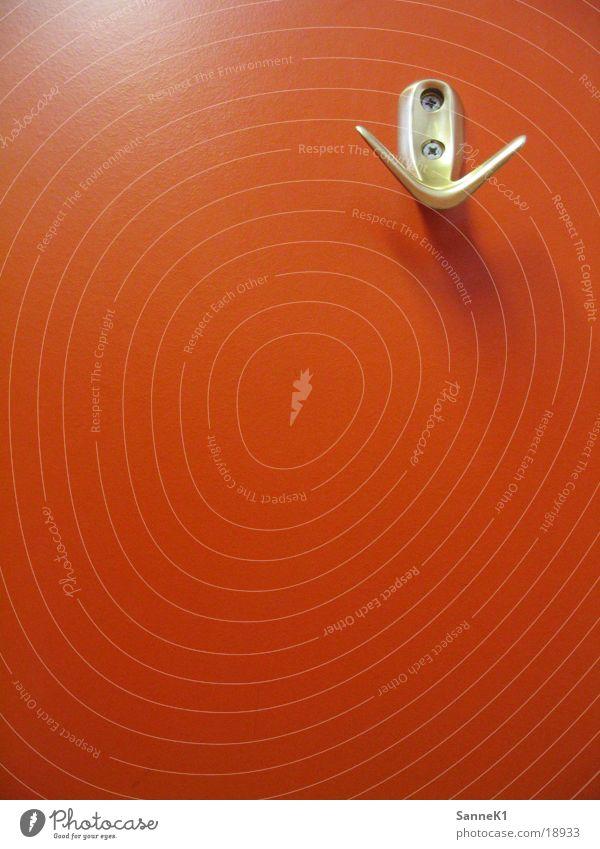 Kleiderhaken Haken aufhängen Wand Licht Häusliches Leben Schatten orange