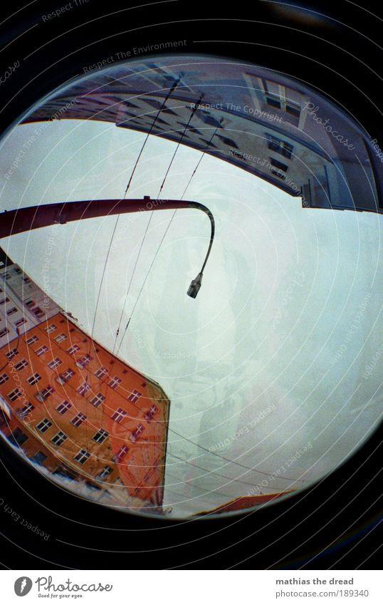 DANZIGERSTR./KNAACKSTRAßE Mann Stadt Haus dunkel Berlin Wand Fenster Stil Mauer Graffiti Architektur Gebäude Fischauge Fassade rund Straße