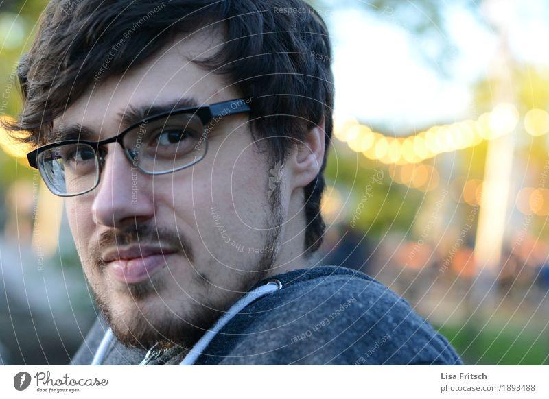 junger Mann mit Bart und Brille Jugendliche Junger Mann Erholung 18-30 Jahre Gesicht Erwachsene Traurigkeit Zeit Haare & Frisuren Kopf Freizeit & Hobby maskulin