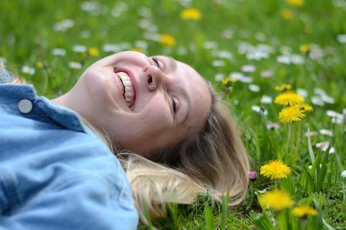 herrlich Lifestyle Freude Glück schön Wohlgefühl Zufriedenheit Erholung Ferien & Urlaub & Reisen feminin Junge Frau Jugendliche Haare & Frisuren Gesicht Zähne