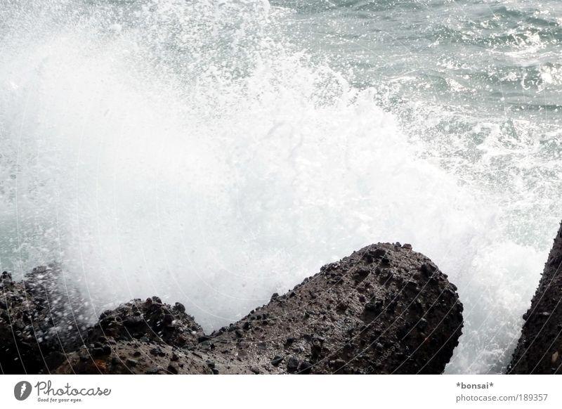 wellenbrecher Natur Wasser blau weiß Sonne Ferien & Urlaub & Reisen Meer Sommer Strand Küste Stein braun Wellen Kraft nass groß