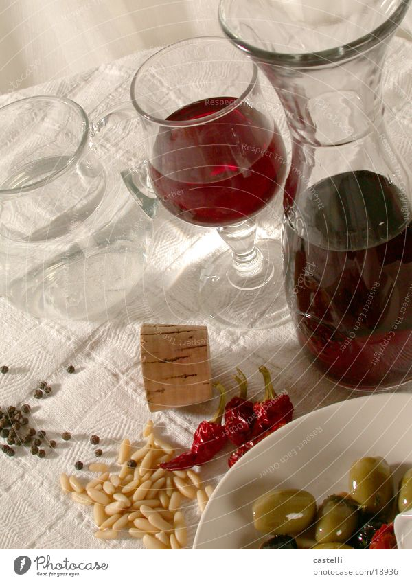 zum Tisch ....! Tisch Wein Italien Scharfer Geschmack Flasche Alkohol Weinflasche Mittelmeer Oliven Meer Vorspeise