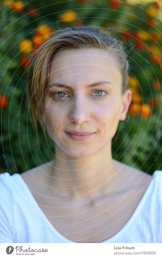 ernst schauende junge Frau Jugendliche Pflanze schön Erholung 18-30 Jahre Gesicht Erwachsene Auge Leben Lifestyle feminin Gesundheit Haare & Frisuren Kopf