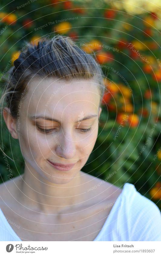 verträumt Lifestyle Glück Gesundheitswesen feminin Junge Frau Jugendliche Haare & Frisuren Gesicht 18-30 Jahre Erwachsene Pflanze blond Zopf atmen beobachten