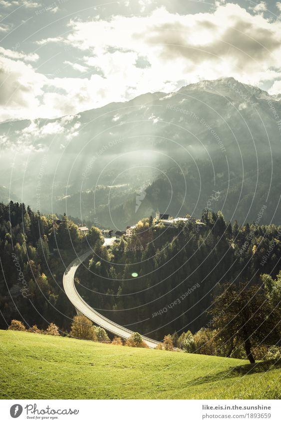 Starke Kurven. Himmel Natur Ferien & Urlaub & Reisen Sonne Baum Landschaft Wolken Ferne Wald Berge u. Gebirge Umwelt Straße Herbst Gras Freiheit Verkehr