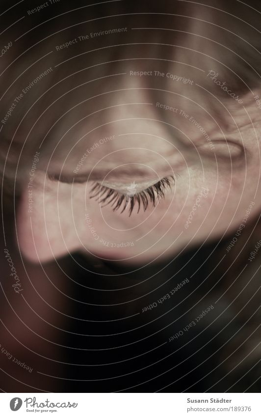 PhotoSuse Frau Jugendliche Gesicht Einsamkeit dunkel feminin Haare & Frisuren Kopf Haut Erwachsene Nase nah authentisch zart natürlich