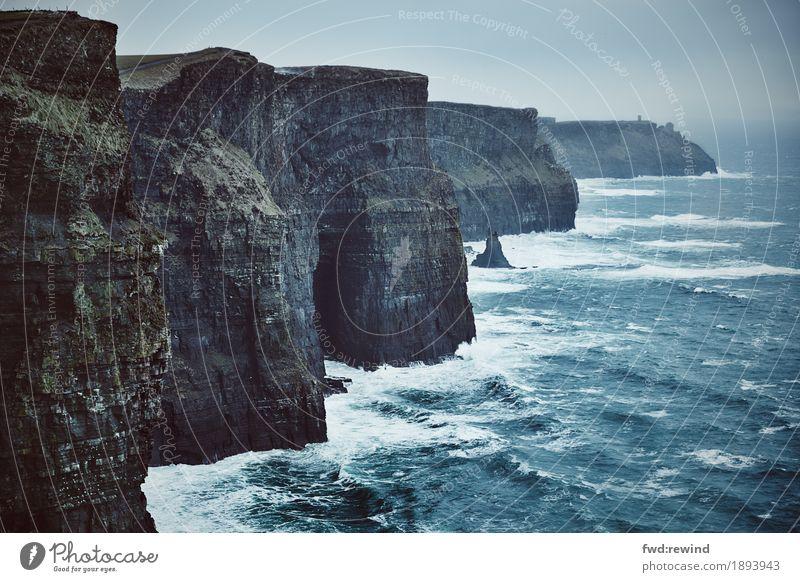 Cliffs of Moher Natur Ferien & Urlaub & Reisen Wasser Meer Landschaft Ferne dunkel Umwelt Küste Freiheit Wetter Ausflug Kraft trist Klima Abenteuer