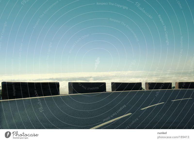 Vorsicht Kurve Himmel weiß blau Sommer Ferien & Urlaub & Reisen Wolken Ferne Berge u. Gebirge Wege & Pfade Horizont fahren Insel Tourismus Autofahren Sommerurlaub Kanaren