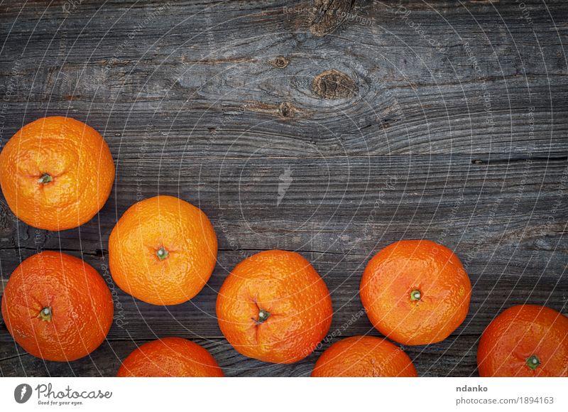 Reife orange Mandarinen auf dem grauen hölzernen Hintergrund Frucht Dessert Essen Vegetarische Ernährung Diät Tisch Menschengruppe Natur Herbst Holz alt frisch