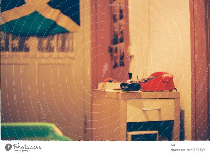 red phone Stil Telefon Häusliches Leben Coolness retro mehrfarbig gelb grün rot einzigartig Gelassenheit Nostalgie trashig DDR Jamaika Aschenbecher