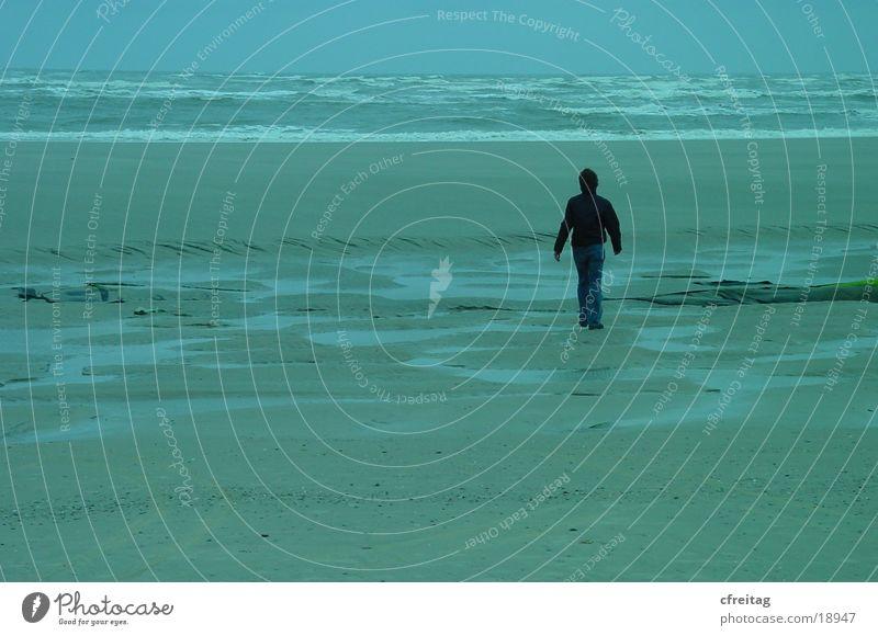 wo will er hin? Strand Langeoog Meer gehen Flucht Mensch Wege & Pfade Wasser nirgendwo laufen