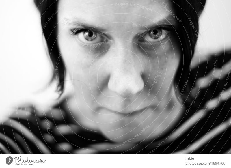 wo ein Wille... Mensch Frau Gesicht Erwachsene Leben Gefühle Lifestyle 45-60 Jahre beobachten Wut Mut selbstbewußt Willensstärke Ärger Entschlossenheit