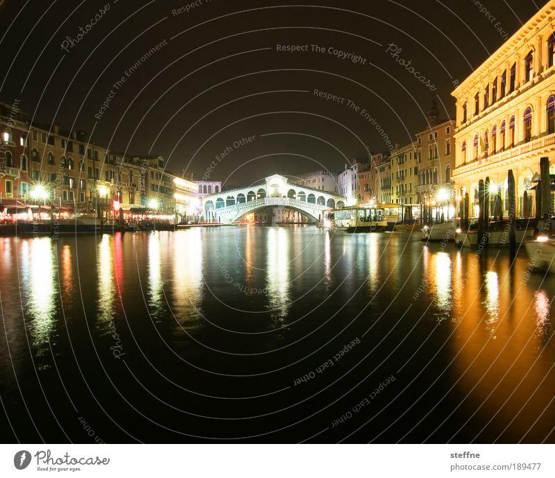 PONTE RIALTO Wasser schön Ferien & Urlaub & Reisen ruhig Fassade Brücke Tourismus Fluss Nacht Italien Reichtum Schifffahrt Wahrzeichen Schönes Wetter Stadt Venedig
