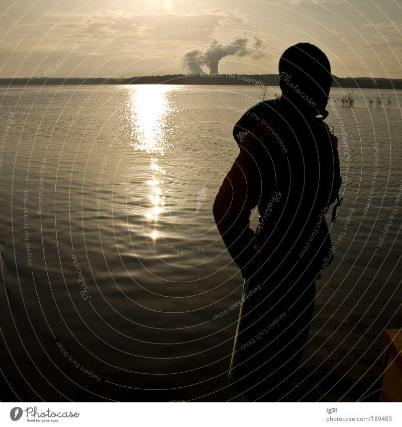 Am Rande des Universums Mensch Wasser Ferien & Urlaub & Reisen Meer Sommer Ferne Landschaft Freiheit Glück Küste träumen Stimmung See Zufriedenheit Ausflug maskulin