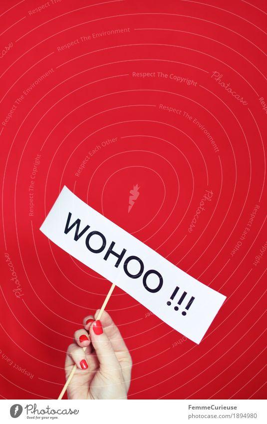 Wohoo !!! Hand rot Freude feminin Glück Schriftzeichen Finger Papier Buchstaben Redewendung Prima Nagellack hochhalten