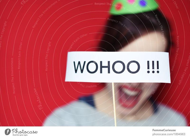 Wohoo feminin Junge Frau Jugendliche Erwachsene 1 Mensch 13-18 Jahre 18-30 Jahre 30-45 Jahre Freude Party Partygast Partystimmung wohoo partyhut Hut