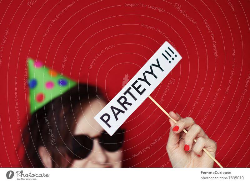 Parteyyy 02 feminin Junge Frau Jugendliche Erwachsene 1 Mensch Freude Silvester u. Neujahr Party Partygast Partystimmung Karneval Geburtstag Hut Partyhut