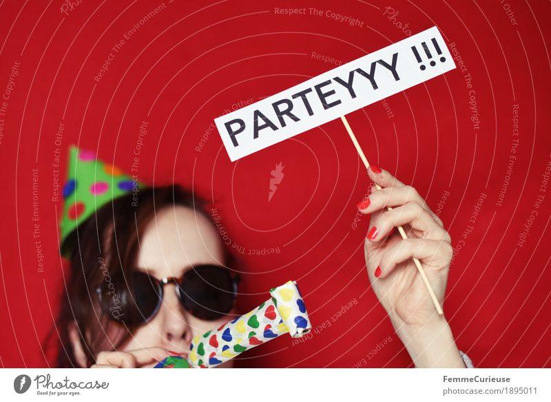 Parteyyy 03 Mensch Frau Jugendliche Junge Frau Hand rot Freude 18-30 Jahre Erwachsene feminin Feste & Feiern Party Kopf 13-18 Jahre Schriftzeichen