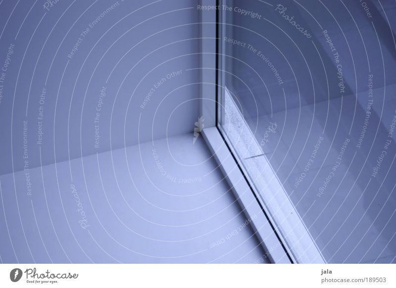 ROOM:01 Gebäude Mauer Wand Fenster kalt blau weiß Ecke Raum Farbfoto Innenaufnahme Menschenleer Tag Schatten