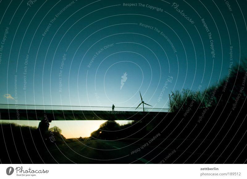 A 2 Mensch Himmel Ferien & Urlaub & Reisen Einsamkeit Straße Kraft Energie Kraft Energiewirtschaft Brücke fahren Güterverkehr & Logistik Reisefotografie Autobahn Windkraftanlage Verbindung