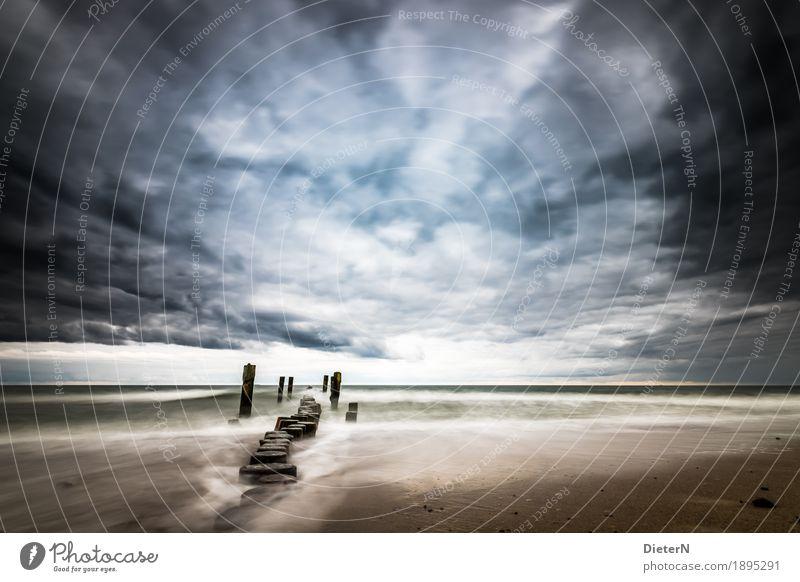 Sturm zieht auf Umwelt Natur Landschaft Urelemente Luft Wasser Himmel Wolken Gewitterwolken Herbst Klima Wetter schlechtes Wetter Wellen Küste Strand Ostsee