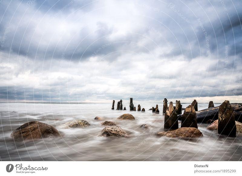 Weite Umwelt Natur Landschaft Wasser Himmel Wolken Schönes Wetter Wind Wellen Küste Ostsee blau braun weiß Buhne Stein Felsen Holz Horizont Farbfoto