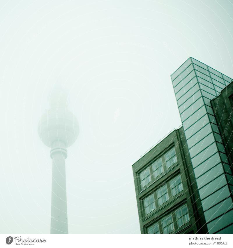 SANFTER RIESE Stadt Einsamkeit kalt Berlin Herbst Gebäude Regen Architektur Nebel Hochhaus hoch trist zart außergewöhnlich Kugel
