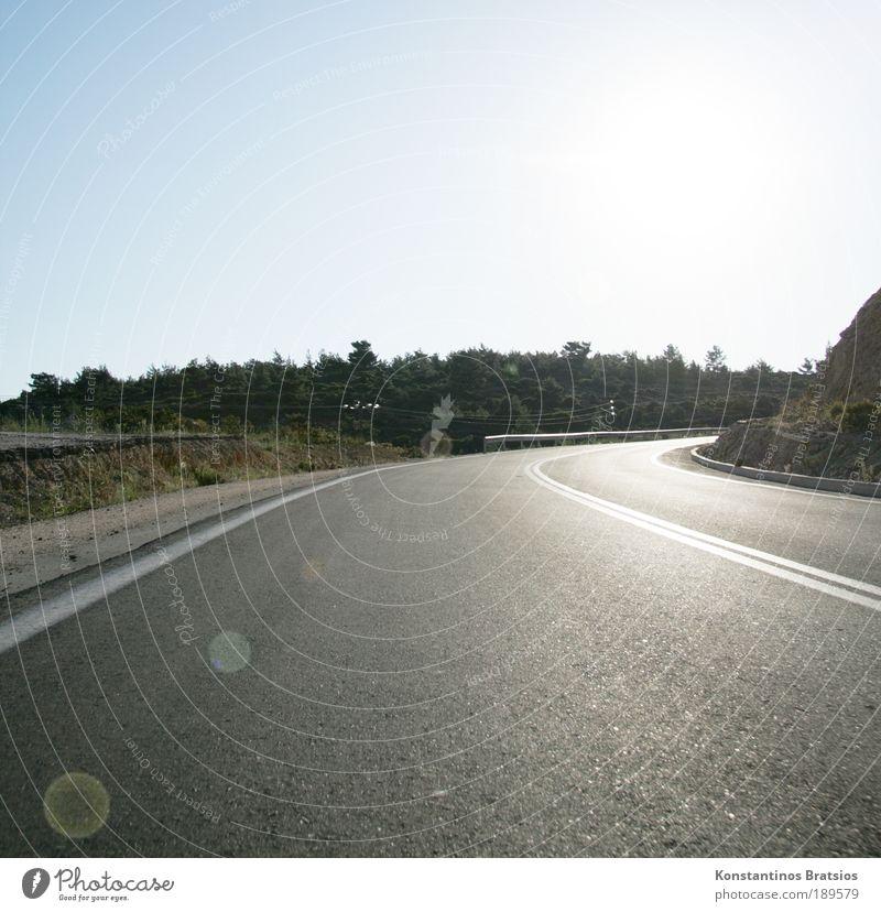 Südkurve Himmel Sonne Sommer Schönes Wetter Baum Sträucher Verkehr Verkehrswege Straßenverkehr Autofahren Landstraße Leitplanke Kurve leuchten frei hell trocken
