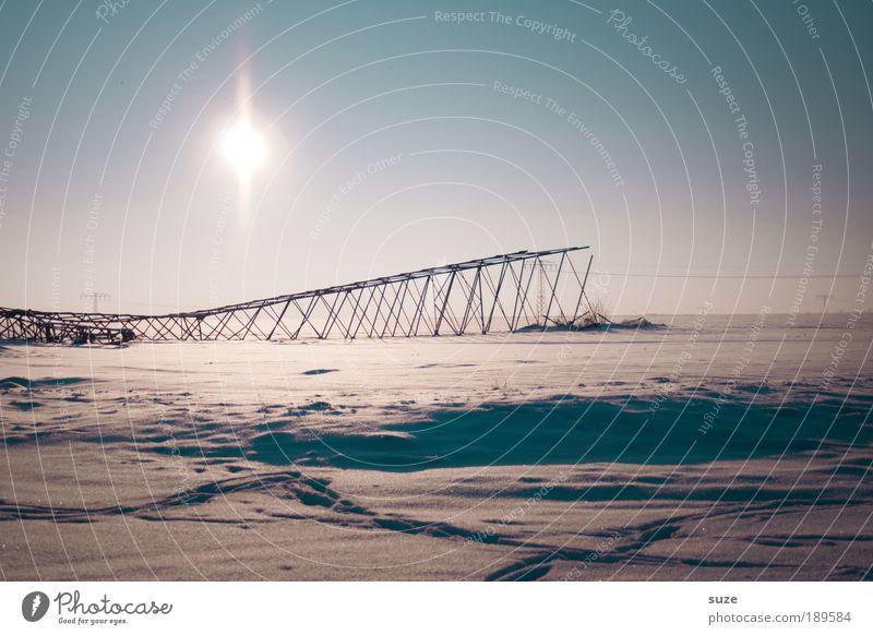 Notstrom Industrie Energiewirtschaft Umwelt Landschaft Himmel Wolkenloser Himmel Winter Klima Schönes Wetter Schnee liegen authentisch kalt kaputt gefährlich