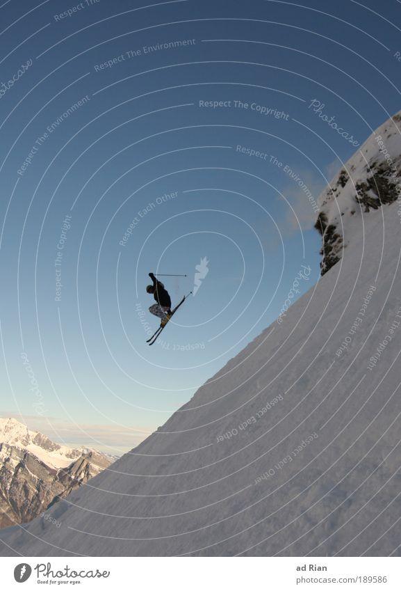 sprunghaft Natur Landschaft Winter Berge u. Gebirge Sport Gesundheit fliegen Vogel Felsen Eis Freizeit & Hobby elegant Schönes Wetter Frost Unendlichkeit fallen