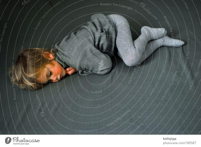 aufwachen Mensch Junge Kindheit Leben Körper 1 3-8 Jahre Pullover Jacke Strumpfhose liegen schlafen Blick träumen Traurigkeit Häusliches Leben grau Mitgefühl