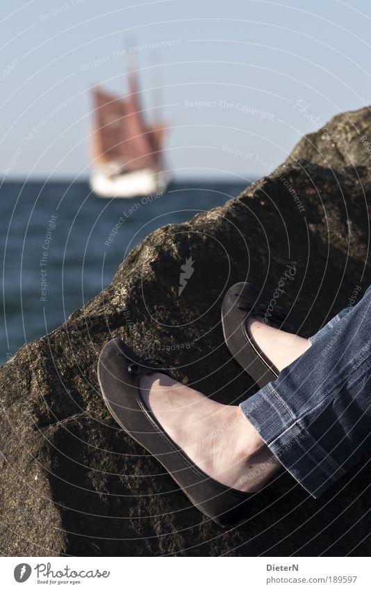 Stein & Gebein Mensch Beine Fuß elegant Schifffahrt Junge Frau Segelschiff Bootsfahrt