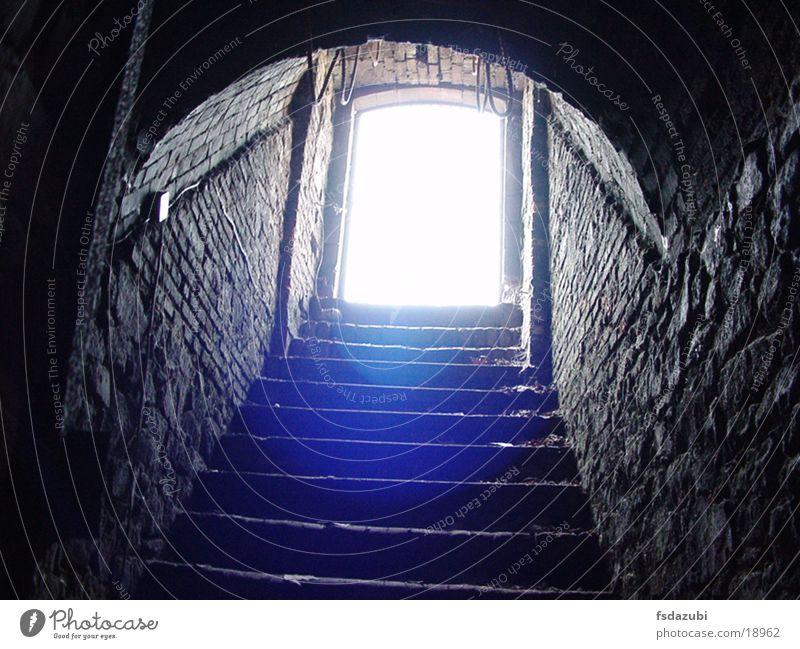 Katakomben_Darmstadt dunkel Treppe Tunnel historisch Keller Gang grauenvoll