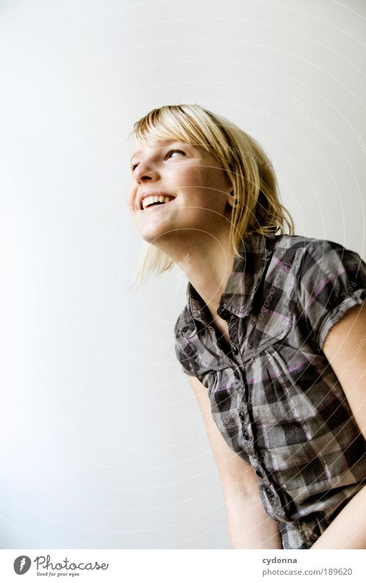 Lustig Frau Mensch Jugendliche Porträt schön Freude Leben Gefühle Stil Bewegung Freiheit Glück lachen Farbfoto Textfreiraum
