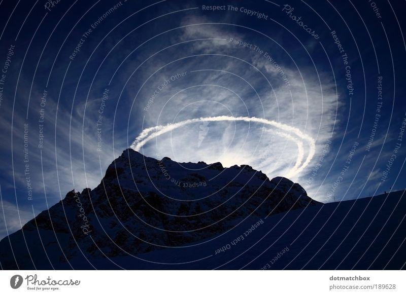 Holy Hill Natur Landschaft Himmel Wolken Sonne Sonnenlicht Winter Schönes Wetter Schnee Felsen Alpen Berge u. Gebirge Schneebedeckte Gipfel Kondensstreifen