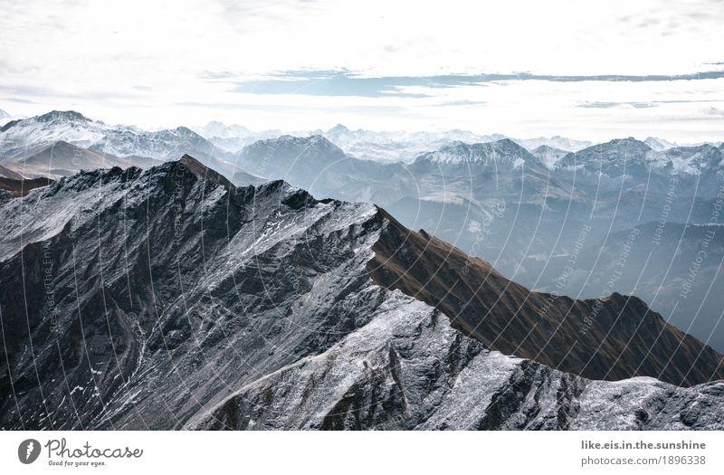Ein schmaler Grat.... Natur Landschaft Wolken Ferne Berge u. Gebirge Umwelt Herbst Schnee natürlich Freiheit Felsen Horizont Wetter Ausflug Abenteuer Klima