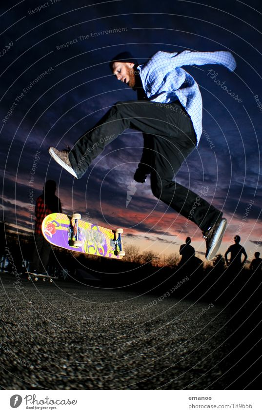 big spin Mensch Himmel Jugendliche Freude Erwachsene Sport springen Freizeit & Hobby maskulin Lifestyle Coolness Bekleidung fahren 18-30 Jahre Hemd sportlich