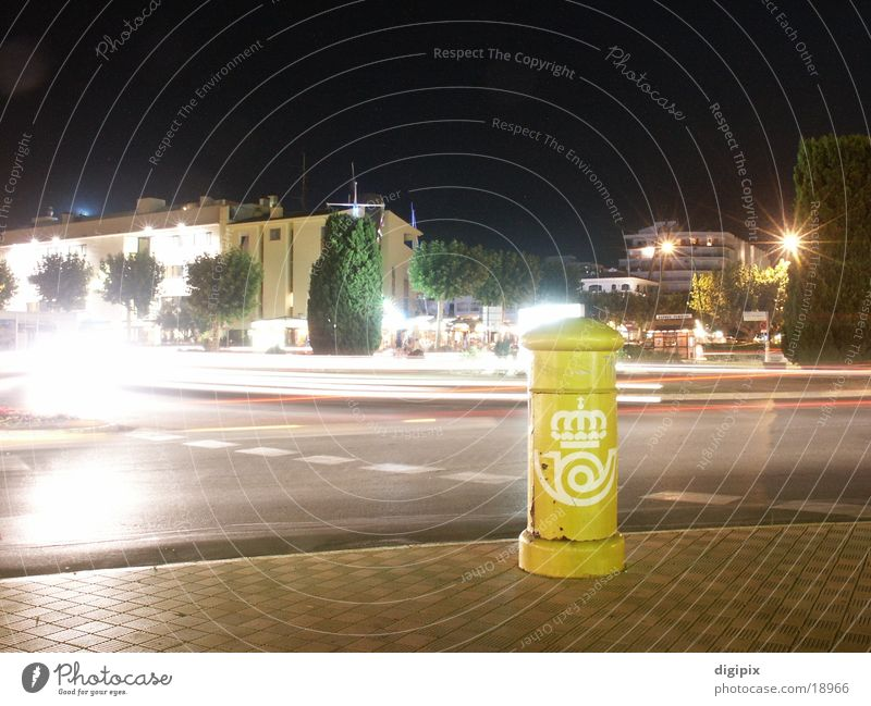 Postkasten bei Nacht obskur Briefkasten