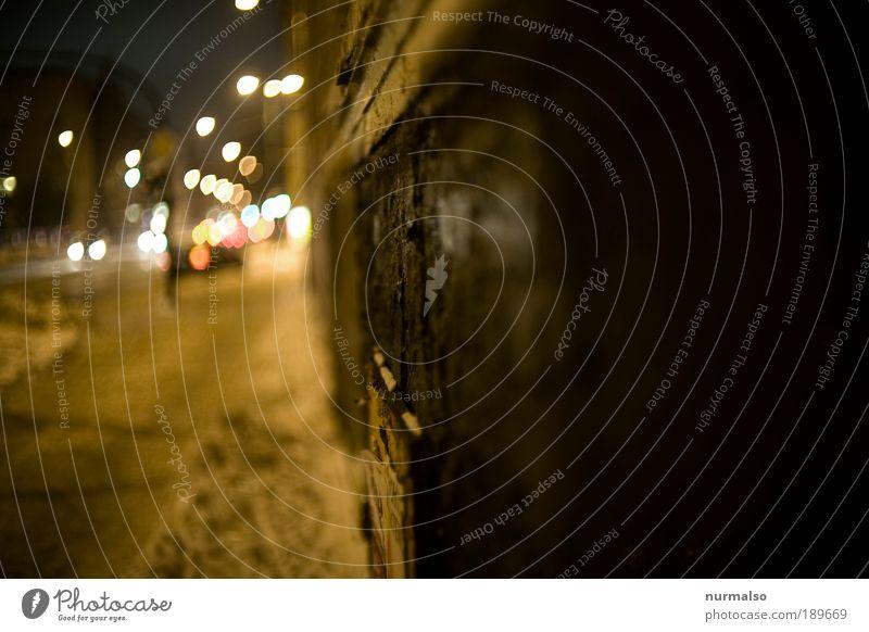 Mauerpatina bei Nacht alt Stadt Haus Straße Wand Gebäude Eis Graffiti Kunst Umwelt laufen Verkehr Frost authentisch machen