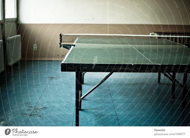prokrastinationssport Freude Freizeit & Hobby Spielen Tischtennis Tischtennisplatte kämpfen Arbeit & Erwerbstätigkeit Pause Rundlauf Farbfoto Innenaufnahme