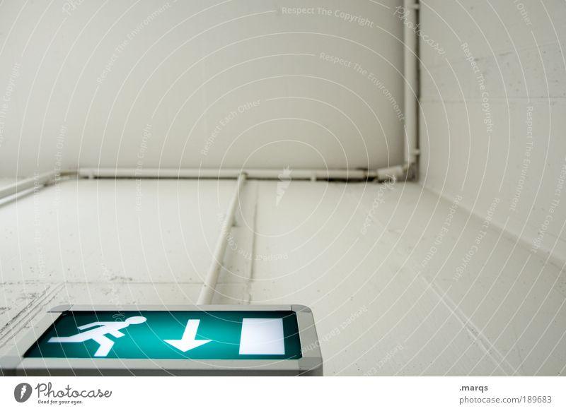 Fluchtgedanken weiß grün Einsamkeit kalt Wand Gefühle Architektur Stil Mauer Angst Innenarchitektur rennen gefährlich Kommunizieren Hinweisschild Sauberkeit
