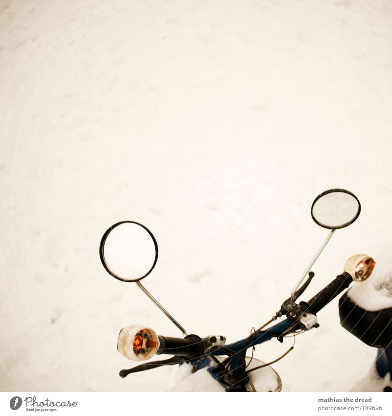 SPIEGELGLATT Winter schlechtes Wetter Eis Frost Schnee Verkehrsmittel Straßenverkehr Motorrad Kleinmotorrad kalt Lenker Blinker Rückspiegel minimalistisch