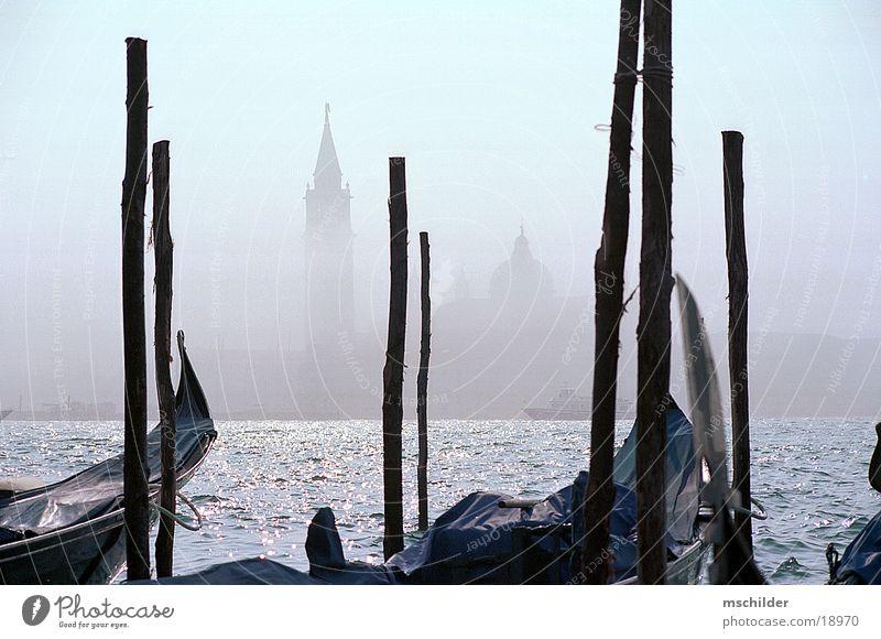 Lido im Nebel Wasser Wasserfahrzeug Europa